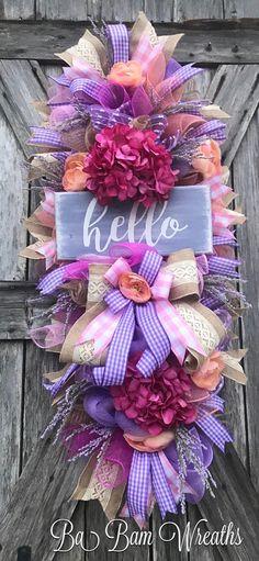 31 Ideas For Summer Wooden Door Hangers Shabby Chic Couronne Shabby Chic, Shabby Chic Wreath, Shabby Chic Pink, Lavender Decor, Lavender Wreath, Deco Mesh Wreaths, Door Wreaths, Easter Wreaths, Christmas Wreaths