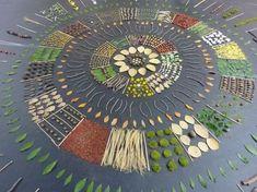 Land art - by Marc Pouyet, French Art Et Nature, Nature Artists, Nature Crafts, Mandala Art, Art Environnemental, Ephemeral Art, Crystal Grid, Autumn Art, Environmental Art