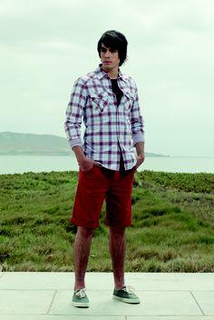 Camisa a cuadros con broches (código: OMCL0025) - Tshirt básico cuello redondo (código: OMOD0001) - Bermuda de drill (código: OMBR0006)