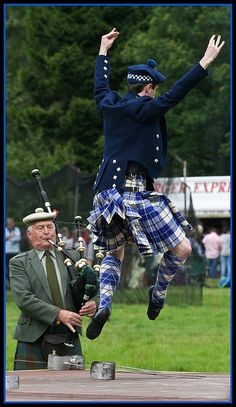 Male dancer in kilt from the back #MacRae #Royal #Tartan