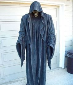 This is one of the other projects I tackled this past weekend. My very first Monster Mud (MM) prop... a Grim Reaper. Believe it or not...