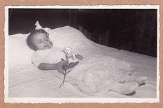 Post Mortem Photo, Little Girl Holding Flower, White Dress - Mourning - Funeral