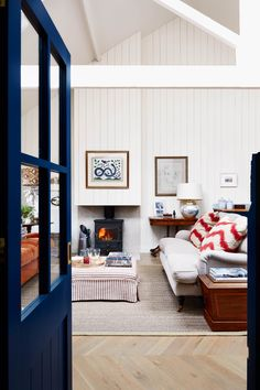 Study in real homes on HOUSE by House & Garden. Inside a Mews House in London: open-plan living made cosy in a tiny west London mews Coastal Living Rooms, Living Room Sets, Living Room Interior, Living Spaces, London Living Room, Living Area, Nantucket, Mews House, Cap Ferret