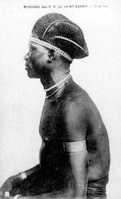 Coiffe Fang, Nord-Gabon, vers 1900, Archives des P.P. du Saint-Esprit. DR