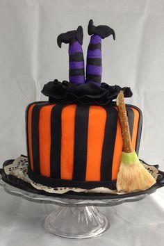 halloween cakes Halloween witch cake - Fondant and gumpaste Halloween Desserts, Halloween Cupcakes, Bolo Halloween, Pasteles Halloween, Halloween Birthday Cakes, Halloween Food For Party, Halloween Treats, Holidays Halloween, Halloween Fondant Cake