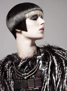 Peluquería: Hooker & Young. Maquillaje: Megumi. Estilismo: Marie Louise Von Haselburg. Fotografía: Ram Shergill.