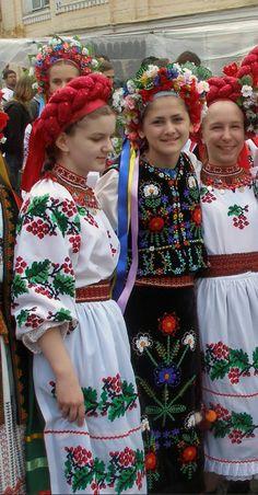 Absolutely gorgeous and amazing Ukrainian national costumes Folk Fashion, Ethnic Fashion, Folk Costume, Costumes, European People, Art Du Monde, Ethno Style, Hippy Chic, Ethnic Dress