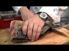 Jak kapra zbavit téměř všech kostí? Udělejte z něj filety, radí šéfkuchař Radek Šubrt - YouTube