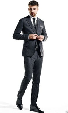 Gerard Pique demos how to really wear a suit. Gents Fashion, Mens Fashion Shoes, Look Fashion, Sharp Dressed Man, Well Dressed Men, Gerad Pique, Charming Man, Lucky Ladies, How To Pose