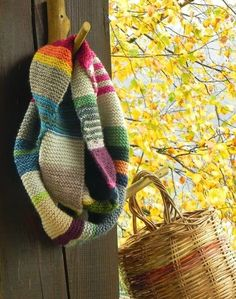 scrappy garter stitch scarf - must make! great inspiration for a crochet scarf Knit Or Crochet, Crochet Scarves, Crochet Granny, Hand Crochet, Knitting Projects, Crochet Projects, Knitting Tutorials, Knitting Patterns, Crochet Patterns