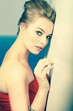 Margot Robbie  /  EYE CANDY