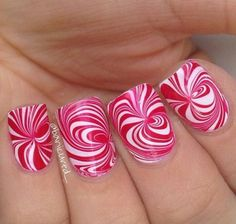Easy Water Marble Nail Art Technique Christmas manicure or pedicure style Cute Christmas Nails, Christmas Nail Art Designs, Holiday Nail Art, Xmas Nails, Chistmas Nails, Christmas Manicure, Christmas Baby, Nail Art Designs 2016, Simple Nail Art Designs