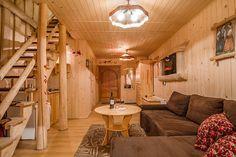 Tradycyjnie zaaranżowane, klasyczne górskie chaty w Kościelisku, tuż obok Zakopanego - regionalny klimat idealnie na wakacje w górach - http://www.wyskocznawakacje.pl/nocleg,domkiregionalne