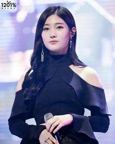 Chaeyeon - DIA  Elegante e super linda! Parece uma boneca! ARRASA!