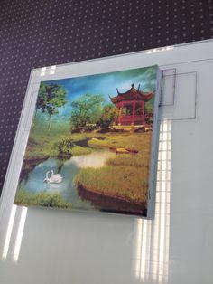 Azon tasotulostimella tulostettu canvas taulu  Azonin pääkonttorilla Zagrebissa toukokuussa 2014.