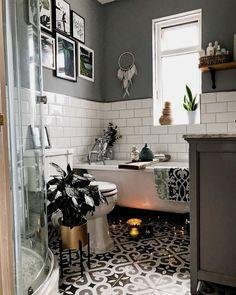 Ω Monochrome bathroom with patterned tiles and roll-top bath . Ω Monochrome bathroom with patterned tiles and roll-top bath … Best Bathroom Tiles, Grey Bathrooms, Bathroom Colors, Bathroom Flooring, Modern Bathroom, Small Bathroom, Bathroom Ideas, Bathroom Designs, Bathroom Remodeling
