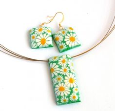 Bright and fresh daisy necklace and earrings made from polymer clay.
