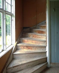 Are you a homeowner looking for a way to create an escape space for yourself in the comfort of your own home? Attic Bedroom Kids, Small Attic Room, Attic Bathroom, Attic Rooms, Attic Spaces, Small Space Staircase, Foyer Staircase, Attic Renovation, Attic Remodel