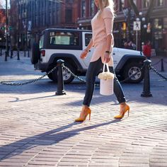 Flower Delivery, Vancouver, White Jeans, Pants, Fashion, Trouser Pants, Moda, La Mode, Women's Pants