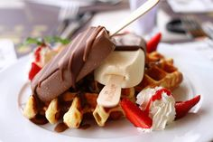 Imagem de food, ice cream, and waffles