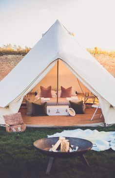 A beautiful 'Gold' luxury Bell Tent by Portobello Tents. Photographed by Andrew James Photography photography tent Gold Bell Tent Bell Tent Glamping, Luxury Camping Tents, Luxury Tents, Camping Glamping, Camping Axe, Florida Camping, Camping Stove, Teepee Tent Camping, Camping Beds