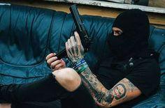 Trouble maker ! by @maniktakesphotos ! . . . . . #guns #shoreditch #photoshoot #london #model #londonmodel #pistol #mafia #rippedjeans #sleeve #tattoo #tattooedlife #tattooedmodel #tattoed #altmodel #alternativemodel #altboy