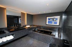 TENDÊNCIA Decoração de interiores em tons escuros A decoração de interiores em tons escuros deixa o ambiente intimista e sofisticado, porém, como qualquer cor, o uso exige bom senso. Veja ideias!