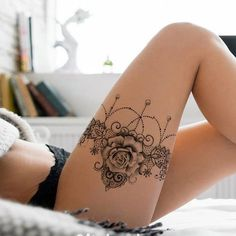 Spitze und Rose Strumpfband Tattoo Design - lace garter tattoo idea tattoos for women Sexy Tattoos, Foot Tattoos, Unique Tattoos, Beautiful Tattoos, Body Art Tattoos, Sleeve Tattoos, Sexy Female Tattoos, Tattoo Drawings, 3d Tattoos
