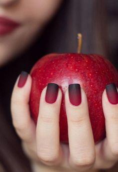 manucure ombrée, ongles ombrés rouge et noir