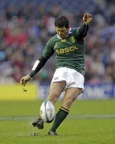 Springbok fly-half Morne Steyn kicks a penalty Rugby League, Rugby Players, Australian Football, Rugby Men, African History, Afrikaans, Pose Reference, South Africa, Recovery