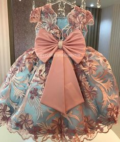 "633 curtidas, 20 comentários - Cecília Cavalcante (@ceciliacavalcantetm) no Instagram: ""Vestidos personalizados e sob medida!!! Enviamos para todo Brasil e exterior!!! Contato somente…"" Baby Girl Frocks, Baby Girl Party Dresses, Frocks For Girls, Kids Frocks, Gowns For Girls, Dresses Kids Girl, Flower Girl Dresses, Princess Tutu Dresses, Princess Dress Kids"