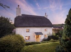Radiating rustic romance, this luxury self catering cottage, with hot tub, near the seaside village of Mylor is the perfect couples´ retreat. Cottages Uk, Cottages Scotland, Cornwall Cottages, Luxury Cottages, Scotland Uk, Alcove Seating, Self Catering Cottages, Seaside Village, Coastal Cottage