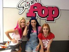 Las chicas en la redacción de la revista Super Pop en el 2013