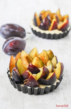 Pflaumenkuchen mit Streuseln in einer kleinen Form gebacken. Dieses Rezept wird für ein Blech verdoppelt.