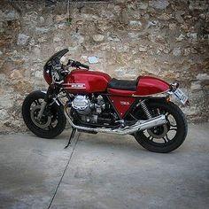 No photo description available. Moto Guzzi V50, Guzzi V9, Moto Guzzi Motorcycles, Custom Motorcycles, Scrambler, Cafe Racer Moto, Custom Cafe Racer, Motorcycle Tank, Retro Motorcycle