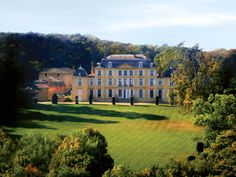 Need to rent a French chateau?  There are 1200 listed here with CHATEAUX-FRANCE: http://www.chateaux-france.com/