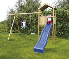 Met deze houten Nieuwpoort-schommel vervelen kinderen zich geen minuut. Ze kunnen in de toren klauteren en via de blauwe glijbaan naar beneden glijden!