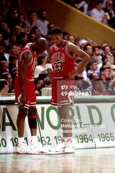 Fotografia de notícias : Michael Jordan and Scottie Pippen of the Chicago...