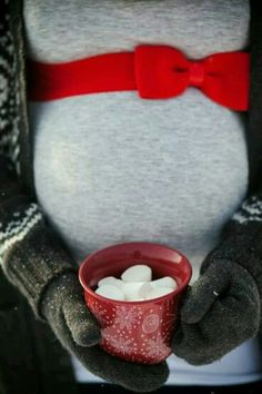 Holiday maternity photography idea. #TisTheSeason