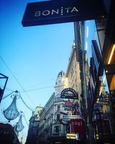 """Diez destinos shopping para fundir la tarjeta de crédito"" Los Ángeles, Buenos Aires, Milán, Dubái, Viena, Roma, Marrakech, Lisboa, Zurich, Pekín"