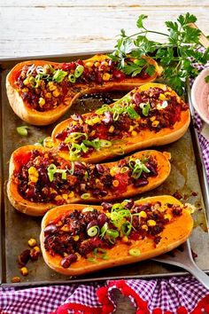 Stuffed butternut squash with chilli con carne recipe DELICIOUS - In autumn we like to serve chili con carne in buttery pumpkin. Simply prepared and also great for g - Chili Recipes, Mexican Food Recipes, Chilli Con Carne Recipe, Fall Recipes, Vegan Recipes, Cauliflower Recipes, Recipe Today, Butternut Squash, Relleno