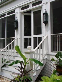 Lovely screened in porch for after we tear off the front porch! Schön auf der Veranda abgeschirmt, n Balcony Decor, House With Porch, Farmhouse Porch, House Exterior, Decks And Porches, Porch Decorating, Screened Porch Doors, Porch Doors, Building A Porch