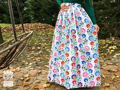 971676ddd30c Dlhá sukňa s ľudovým vzorom Nádherne zvýrazní pás a ostanete  neprehliadnuteľná