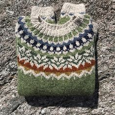 Body and sleeves are worked in the round from lower edge to underarms, then joined to work yoke in the round. Fair Isle Knitting Patterns, Sweater Knitting Patterns, Knitting Designs, Knit Patterns, Knitting Projects, Motif Fair Isle, Fair Isle Pattern, Pull Jacquard, Icelandic Sweaters