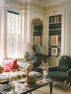 No decorator is credited with the furnishing of the Master Suite of the Kent, Connecticut, home of Annette and Oscar de la Renta - The Devoted Classicist