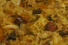 Jak uvařit polský bigos   recept Russian Recipes, Bellisima, Thai Red Curry, Rice, Meat, Chicken, Ethnic Recipes, Polish, Homeland