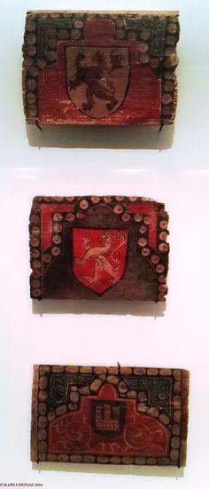 Alizares. 1300-1400. España. Madera de pino pintada. Museo Arqueológico Nacional de Madrid. Estas piezas proceden del castillo de Curiel de Duero. Valladolid.