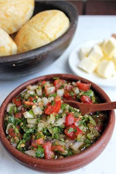 Get Chilean Salsa for BBQ: Pebre Recipe from Food Network Raw Vegan Recipes, Mexican Food Recipes, Healthy Recipes, Chilean Recipes, Chilean Food, My Favorite Food, Favorite Recipes, Brunch, Dips