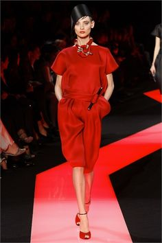 Sfilata Giorgio Armani Privé Paris - Alta Moda Primavera Estate 2013 - Vogue