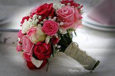 Brautstrauß mit vielen Rosensorten in Rose und leicht pink.